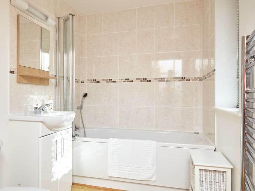 Bathroom   Badgers Oak - Calbourne Water Mill Eco-houses, Calbourne