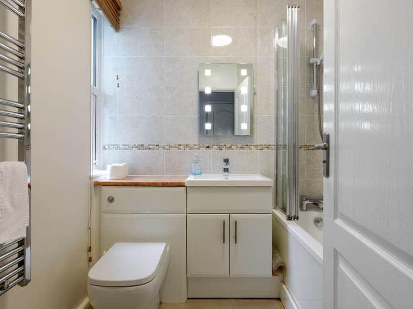 Bathroom | The Mews, Apartment 1, Newcomen Road, Dartmouth