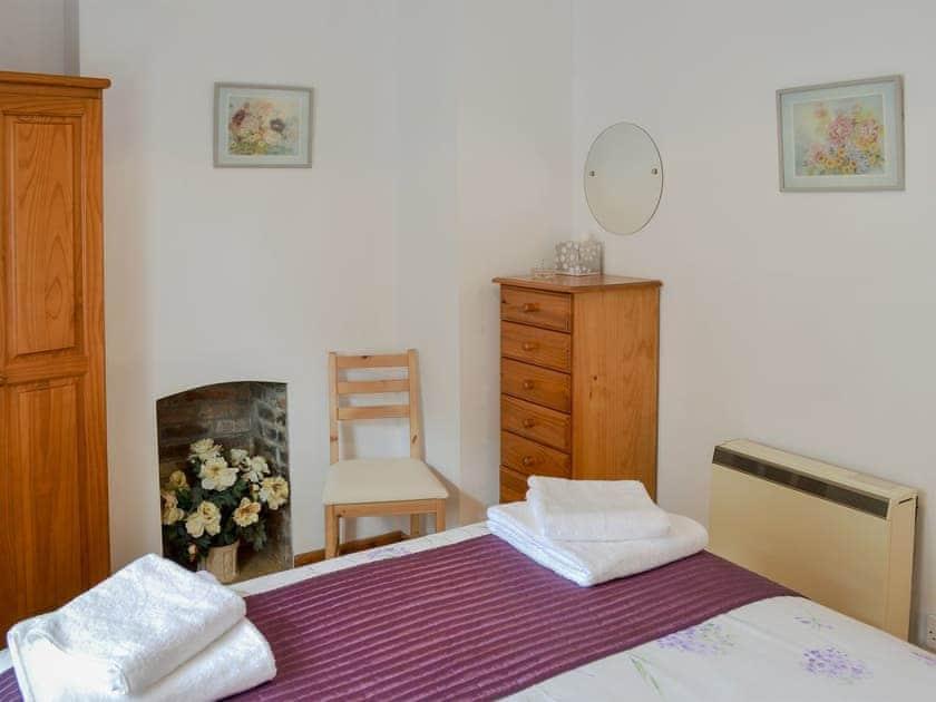 Comfortable double bedroom   Hobbits, Marazion, Penzance