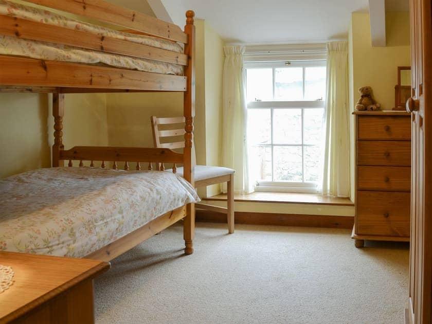 Light and airy bunk bedroom   Hobbits, Marazion, Penzance
