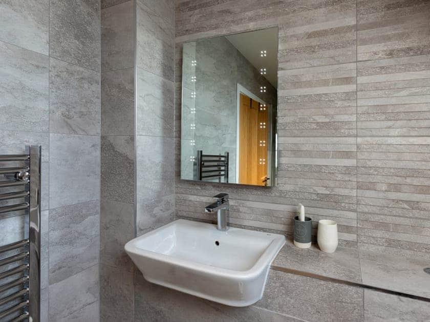 Stylish bathroom | The Penthouse @ Ocean Breeze, Stoke Fleming
