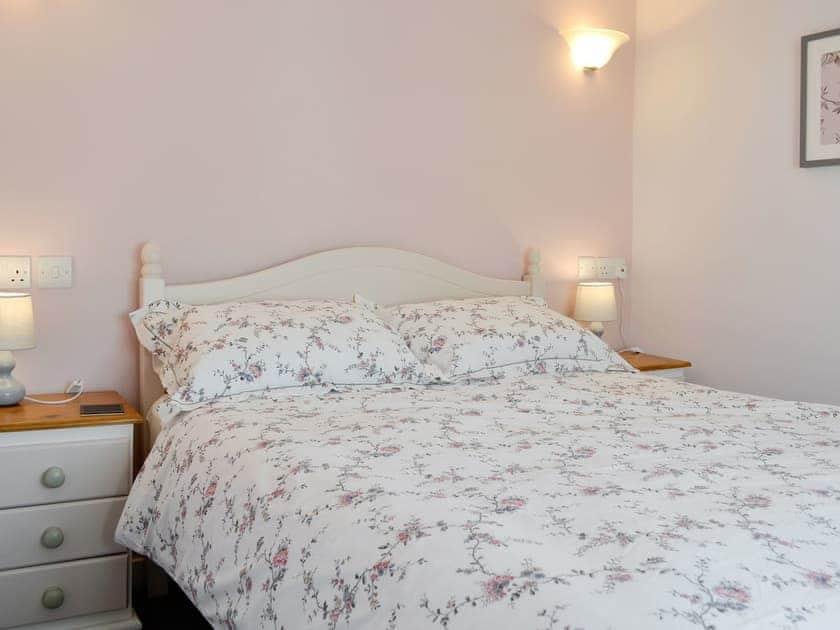 Relaxing double bedroom | Bryn Bethel, Penrhyndeudraeth, near Porthmadog
