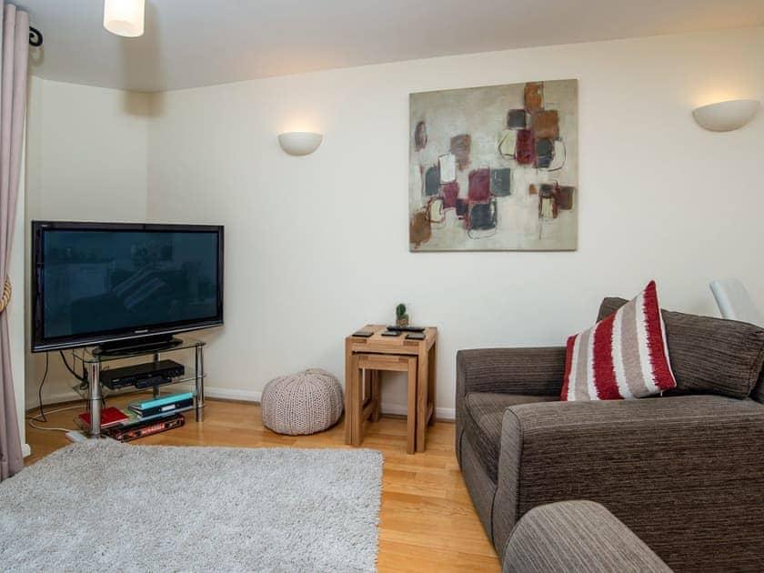Welcoming living area | 8 Belvedere Court - Belvedere Court, Paignton