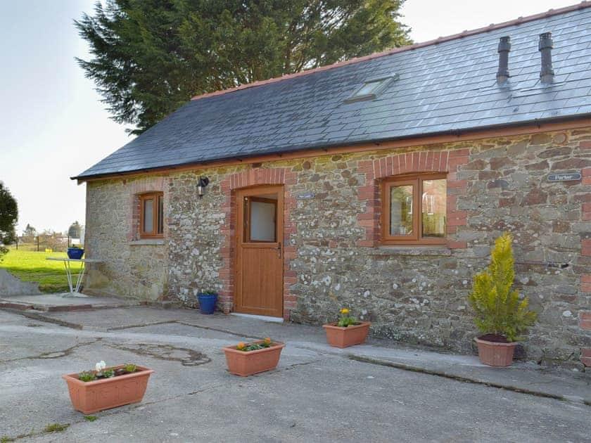 Blaenhirbant Isaf Cottages - Hen Llaeth