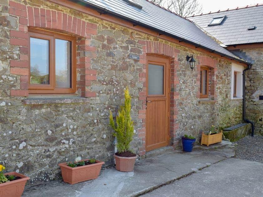 Blaenhirbant Isaf Cottages - Parlwr
