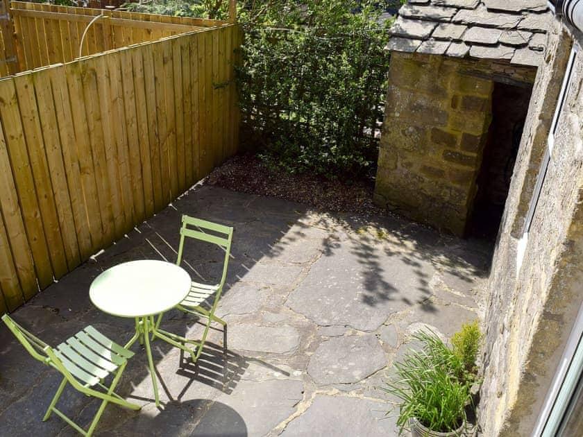 Enclosed patio with garden furniture  | April Cottage - Spring Cottages, Settle