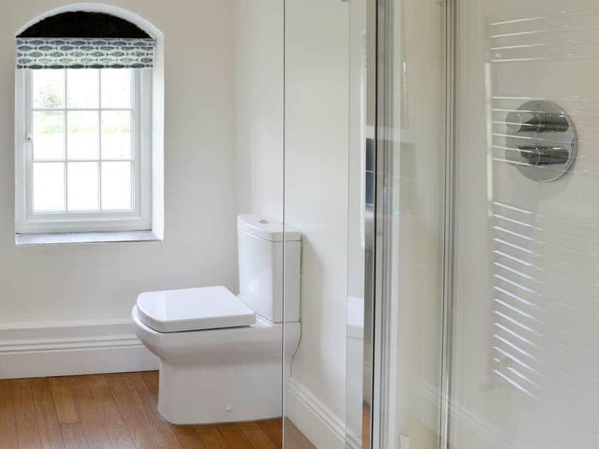 Family Bathroom | Dunstan Hall, Craster