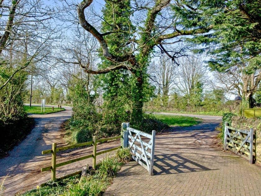 Driveway | The Cwtch Barn, Paignton