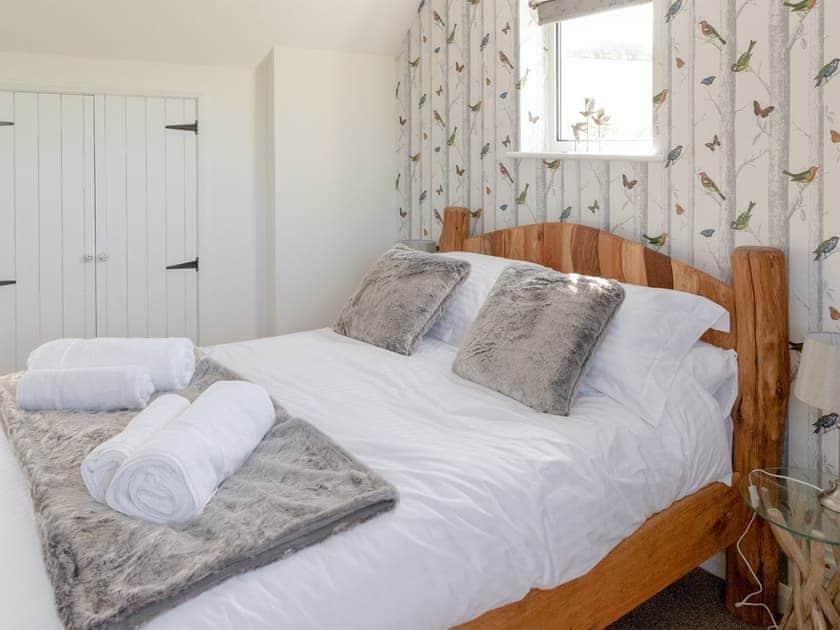 Double bedroom   Rowborough Cottage - Cheverton Farm, Shorwell