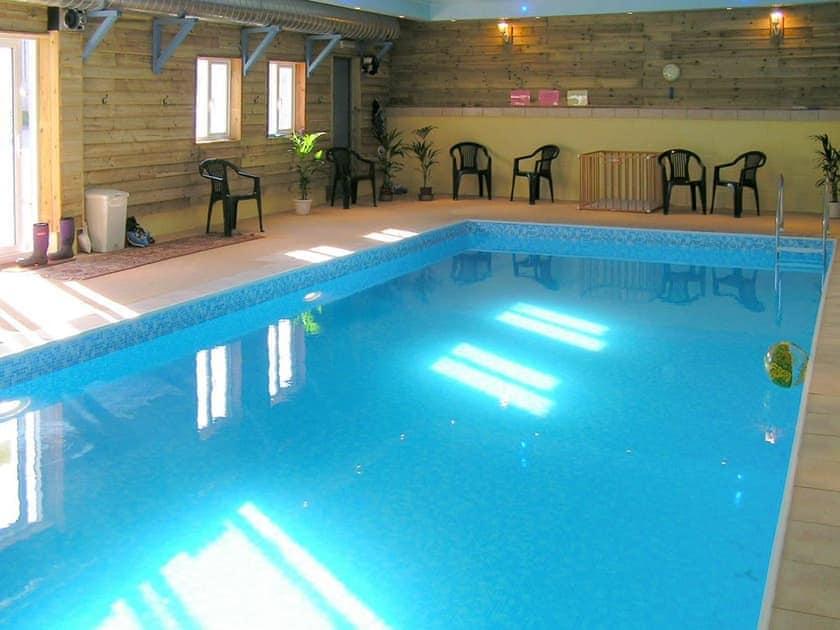 Shared swimming pool | Rowborough Cottage - Cheverton Farm, Shorwell