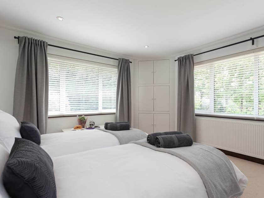 Good sized twin bedroom   The Trees, Winsor, near Southampton