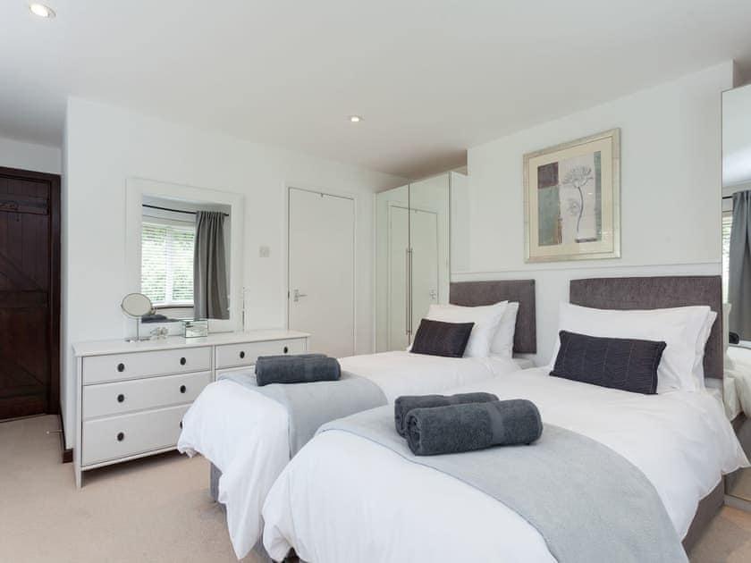 Comfortable twin bedroom   The Trees, Winsor, near Southampton