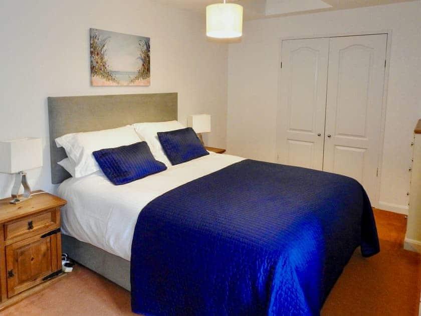Double bedroom | Lovage Cottage - Nethway Farm, Kingswear