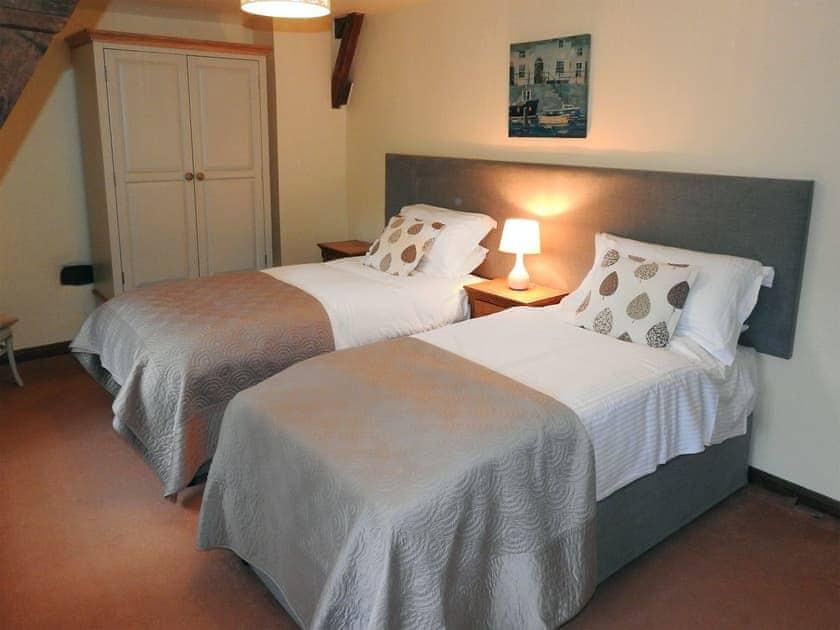 Twin bedroom | Lovage Cottage - Nethway Farm, Kingswear