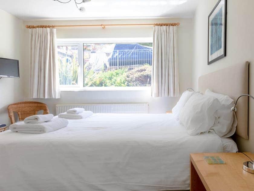 Comfortable en-suite double bedroom | Rockvale 1, Salcombe