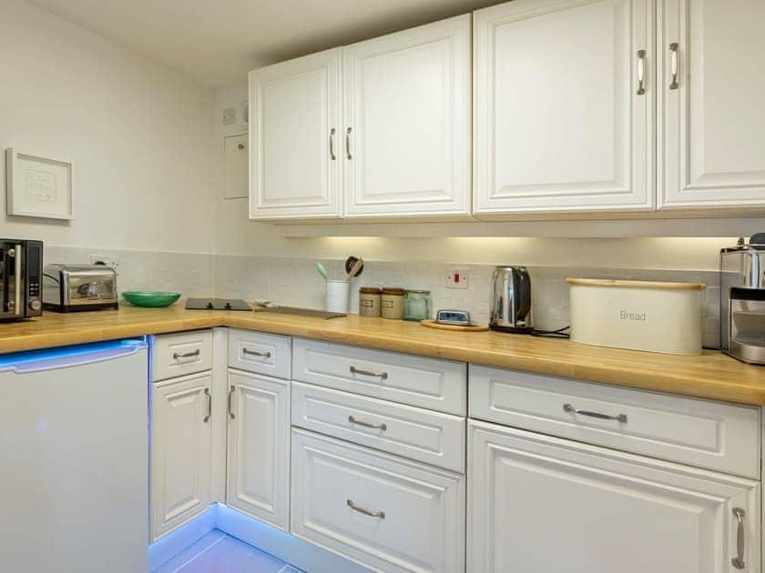 Modern kitchen   The Cabin, Dartmouth