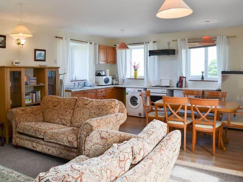 Adderstone Cottages - Lindisfarne Cottage