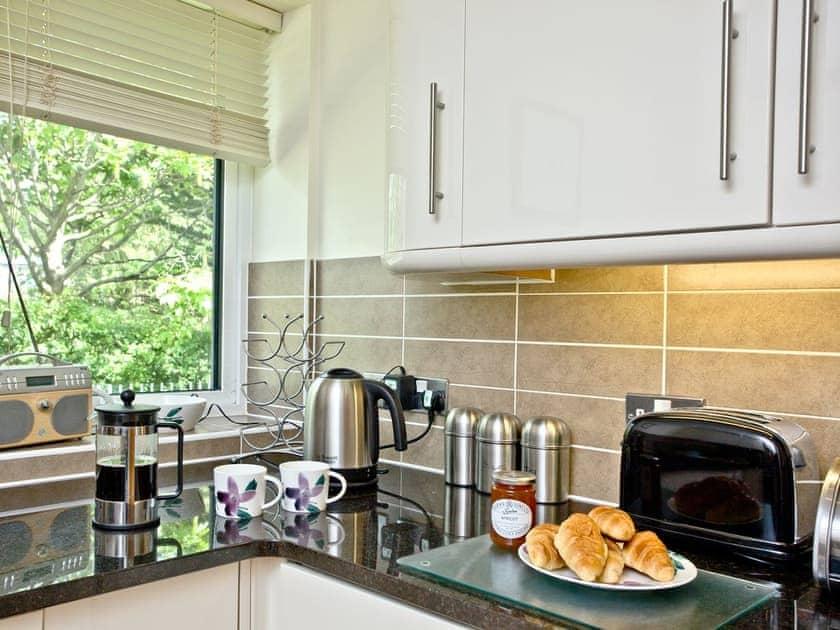 Wonderful contemorary kitchen | Cove View - Admirals Quarter, Weymouth