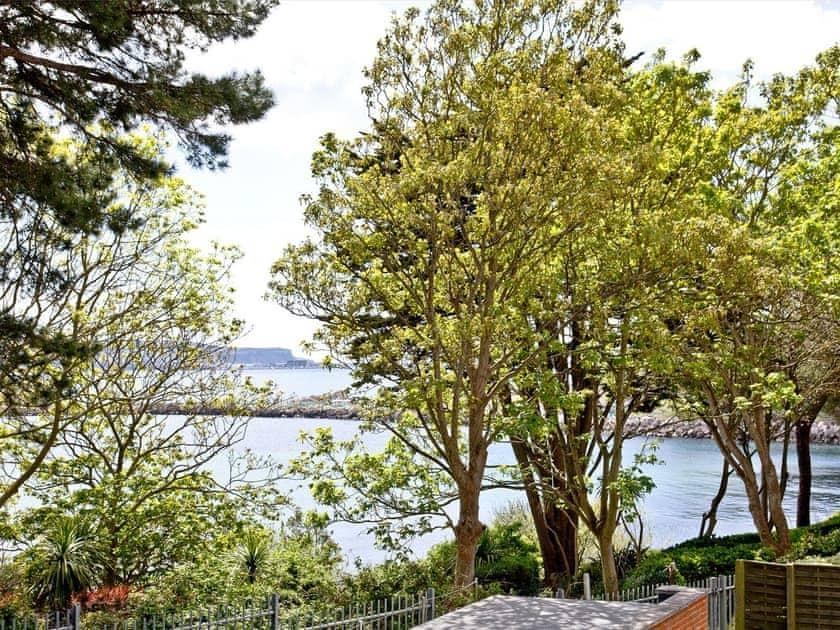 Beautifullt manicured shared gardens | Cove View - Admirals Quarter, Weymouth