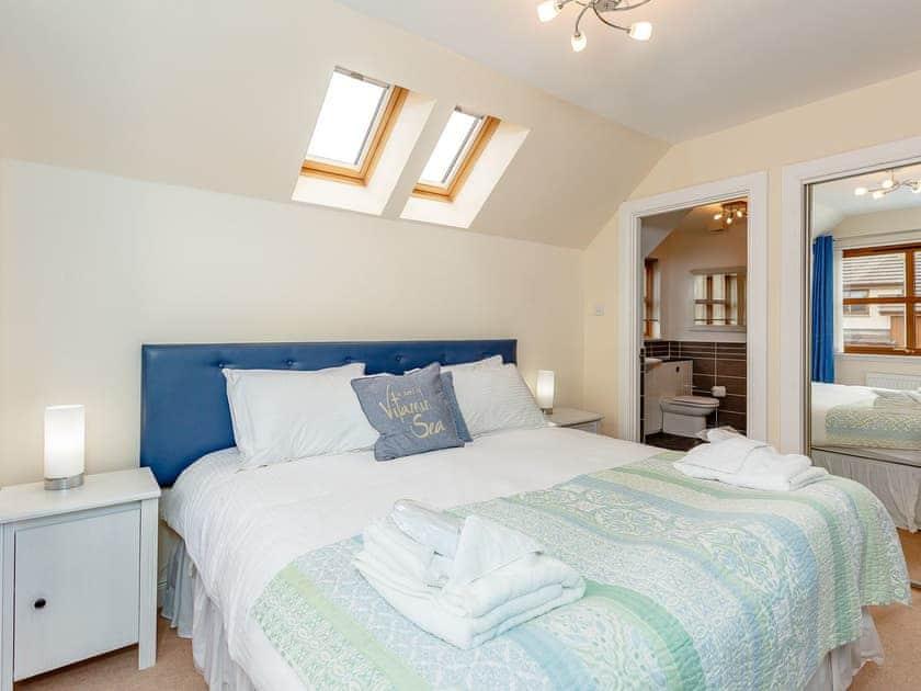 Double bedroom with en-suite | The Lookout, Aviemore
