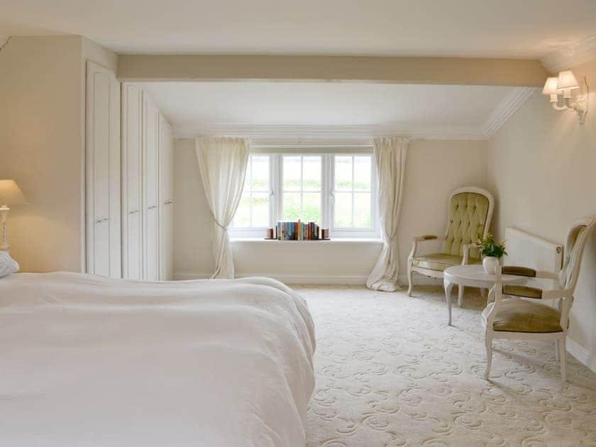 Spacious master bedroom   Walnut Tree House, Tilney St Lawrence, near King's Lynn