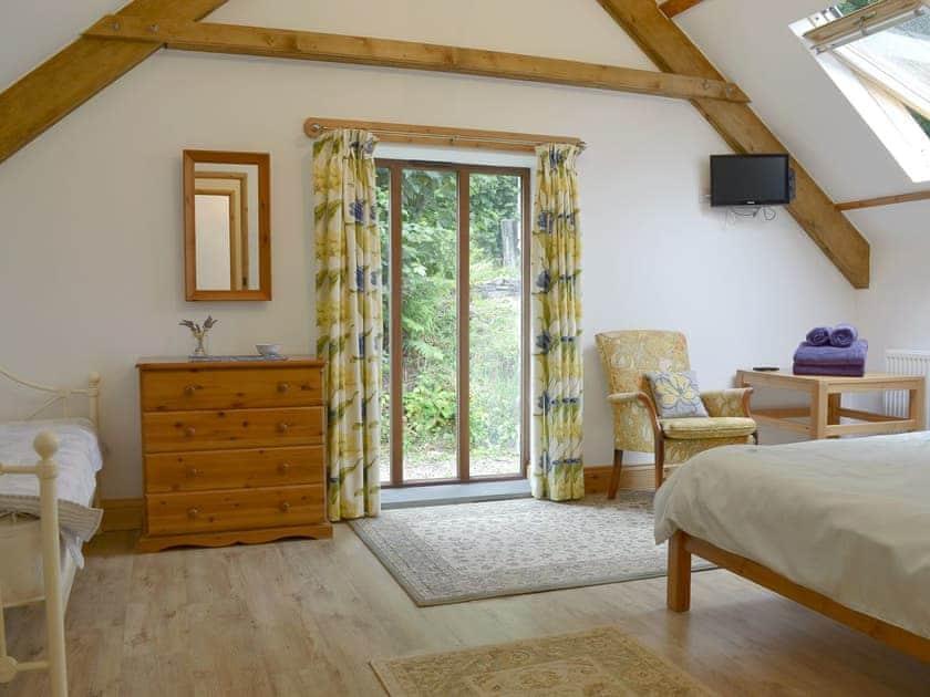 Light and airy double bedroom | Primrose - Lower Millcombe Barns, Linkinhorne, near Callington