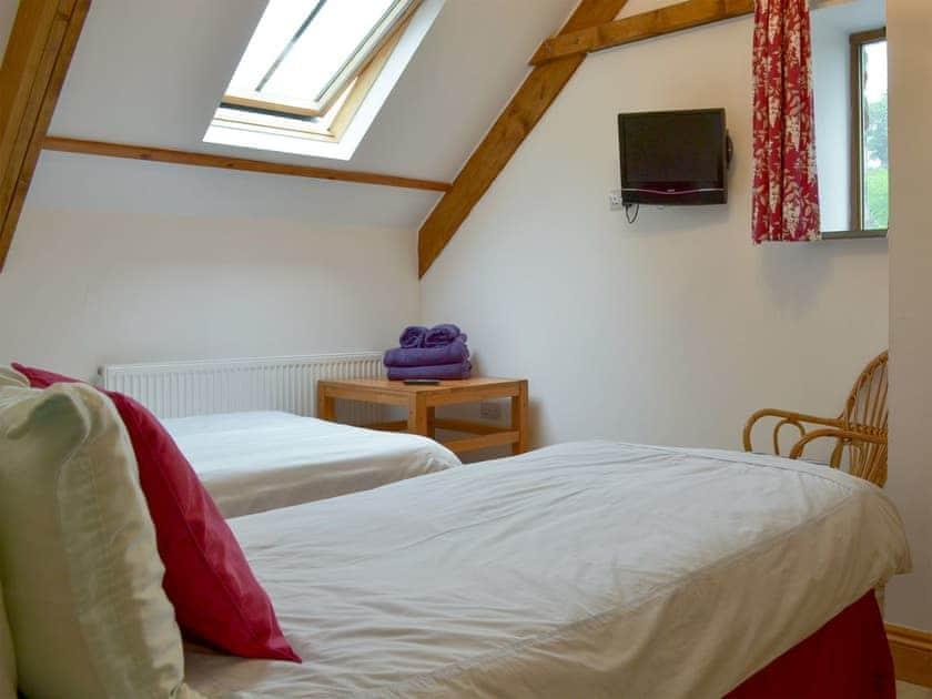 Comfy tiwn bedroom | Primrose - Lower Millcombe Barns, Linkinhorne, near Callington