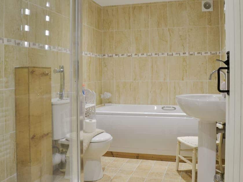 Bathroom | Primrose - Lower Millcombe Barns, Linkinhorne, near Callington