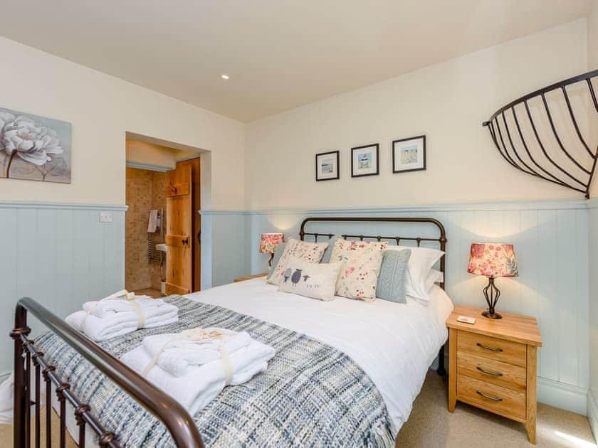 Serene double bedroom | Castlemans Stables East - Castleman's Stables, Sedlescombe, near Battle