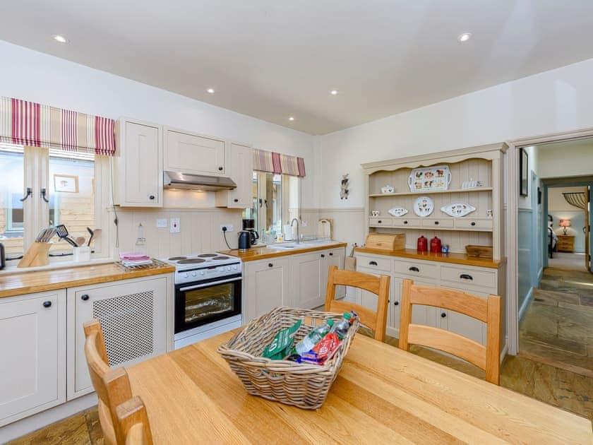Kitchen/diner | Castlemans Stables East - Castleman's Stables, Sedlescombe, near Battle