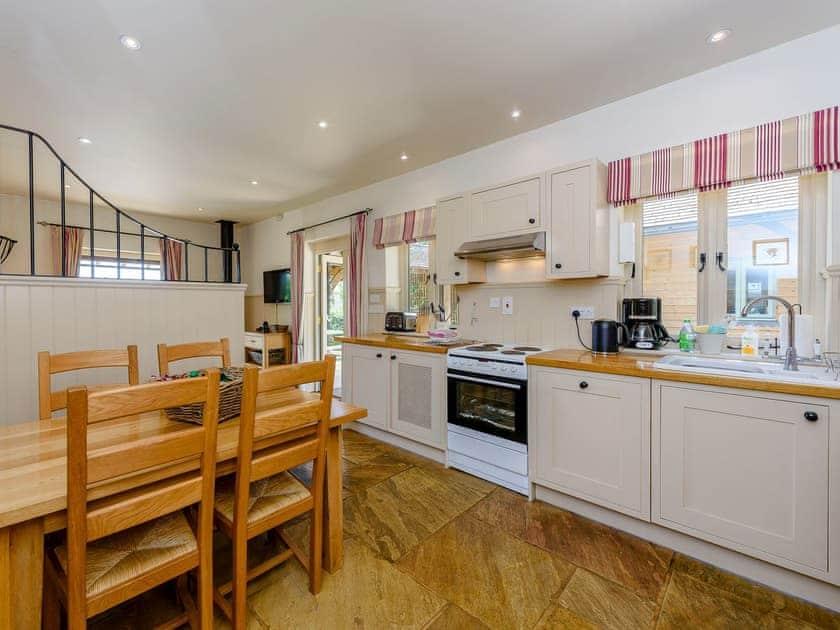 Farmhouse style kitchen/diner | Castlemans Stables East - Castleman's Stables, Sedlescombe, near Battle
