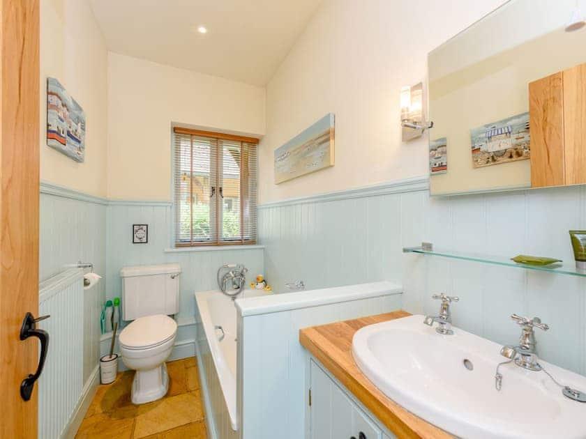 Family Bathroom   Castlemans Stables West - Castleman's Stables, Sedlescombe, near Battle