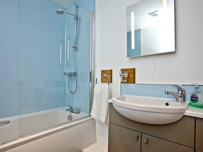 Bathroom | Lighthouse View 2 - Golden Bay Holiday Village, Westward Ho!