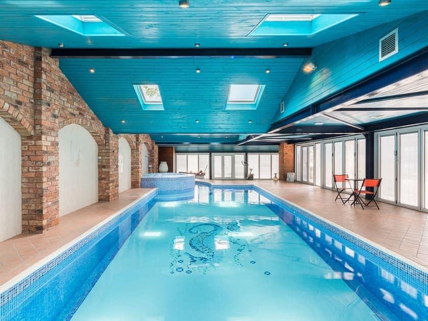 Swimming pool   Meadow Barn, Deerhurst Walton