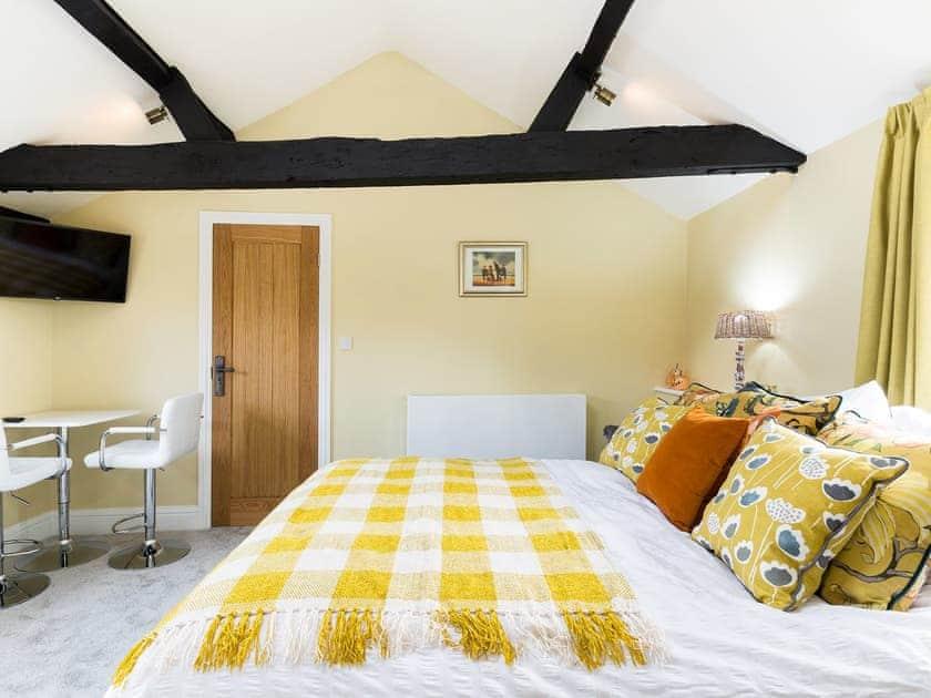 Double bedroom   Meadow Barn, Deerhurst Walton
