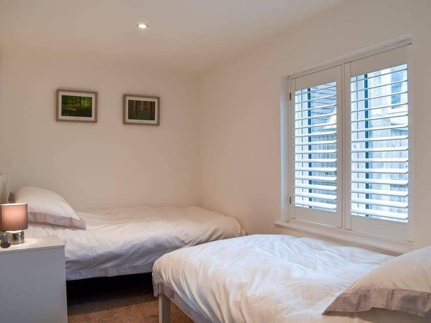Twin bedroom | Wild Poppy Cottage, Kings Worthy, near Winchester