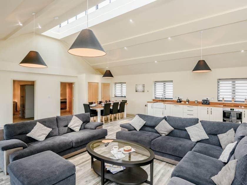 Light and airy holiday accommodation | Holton Barn - White House Lodges, Heveningham, near Halesworth