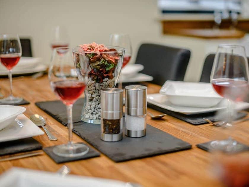 Wonderfully presented dining table | Holton Barn - White House Lodges, Heveningham, near Halesworth