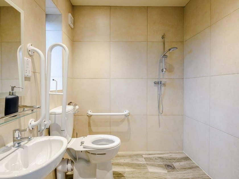 Wonderful accessible wet room | Holton Barn - White House Lodges, Heveningham, near Halesworth