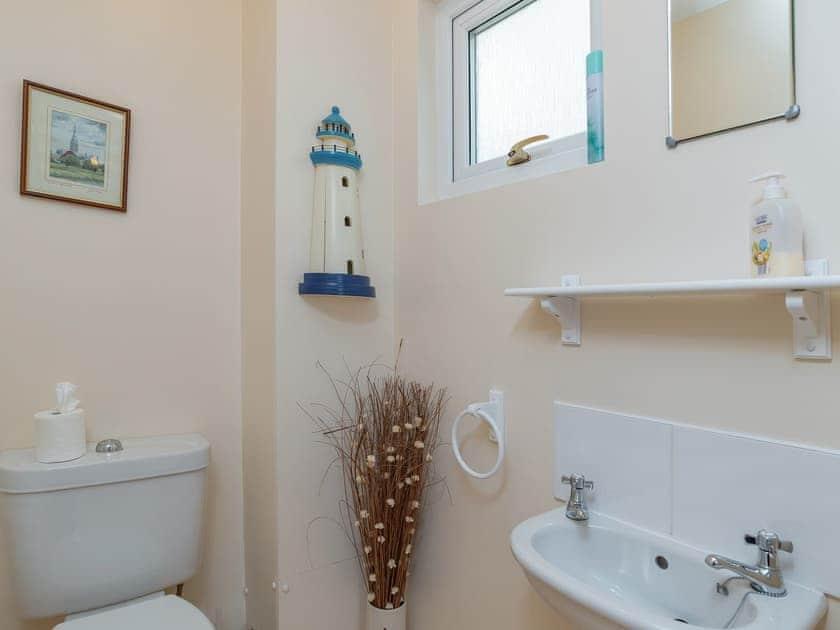 Toilet | Sea Front House 5 - Golden Bay Holiday Village, Westward Ho!