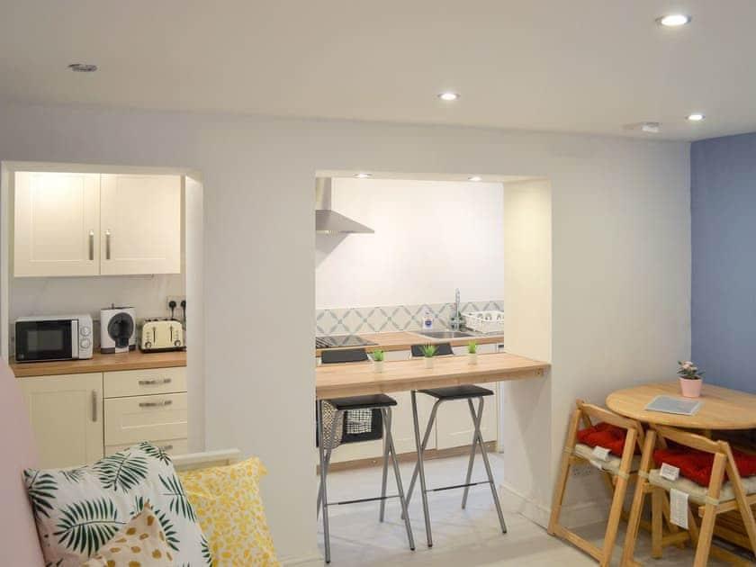 Open plan living space | Roseville Cottage, Dartmouh