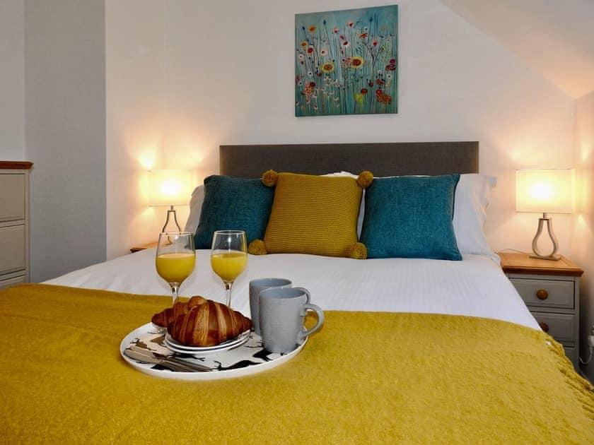 Peaceful double bedroom | Tarragon Cottage - Nethway Farm, Kingswear