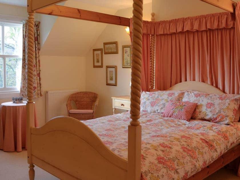 Four poster bedroom   Thistledown - Cally Farm Cottages, Ballintuim, near Blairgowrie