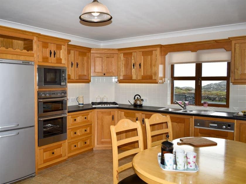 Well-wquipped kitchen/diner | Ti' Una Seaview, Lettermore
