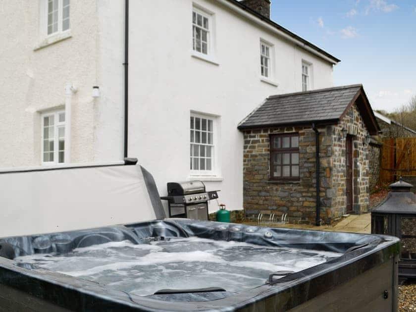 Hot tub | Pengarreg Fawr, Llanilar, near Aberystwyth