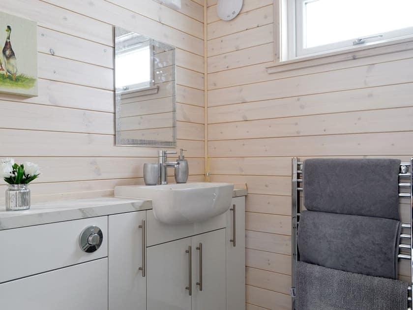 Family bathroom   The Den - Invernahavon, Glentruim, near Newtonmore
