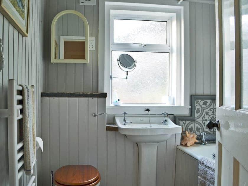 Bathroom with shower over bath | The Cedars, Portnalong