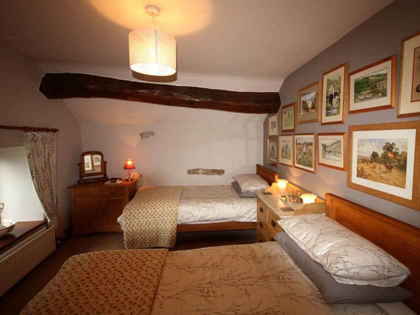 Sumptuous twin bedroom | Shepherd's Cottage, Longshaw near Hawes