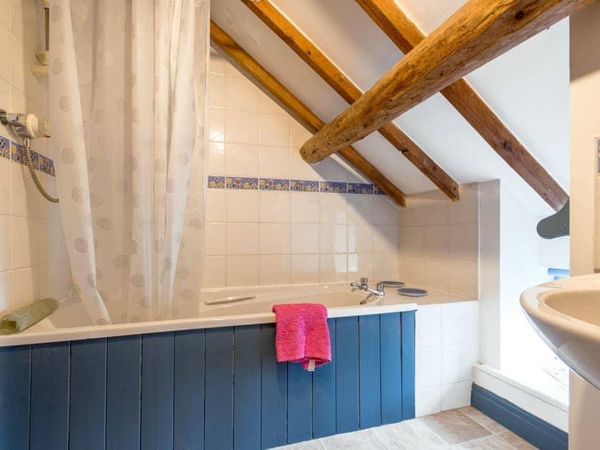 En-suite bathroom | The Granary - Laskill Grange, Bilsdale, near Helmsley