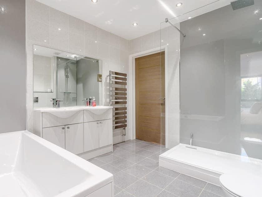 Splendid bathroom   Coastal View, Whitstable